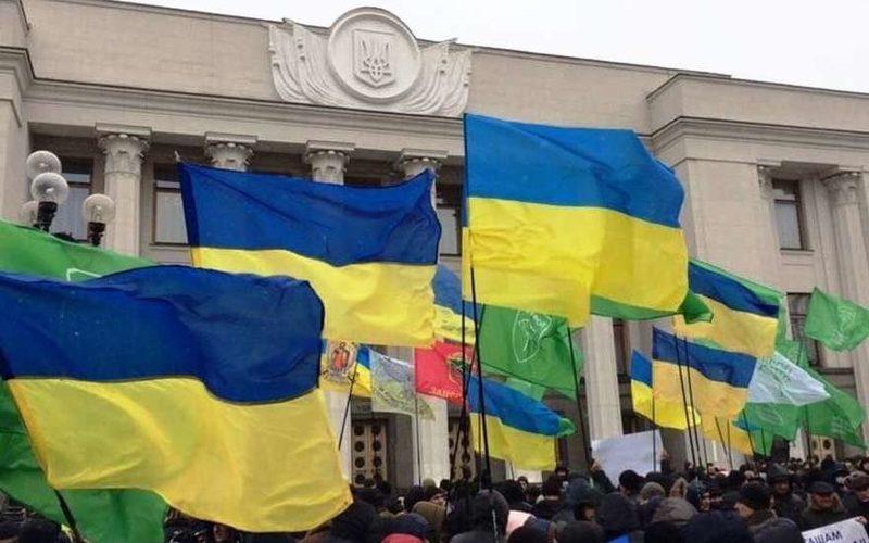 Митинги в Киеве: Верховная Рада оказалась под угрозой взрыва