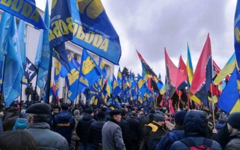 Над органами власти в Николаевской области поднимают флаги ОУН-УПА