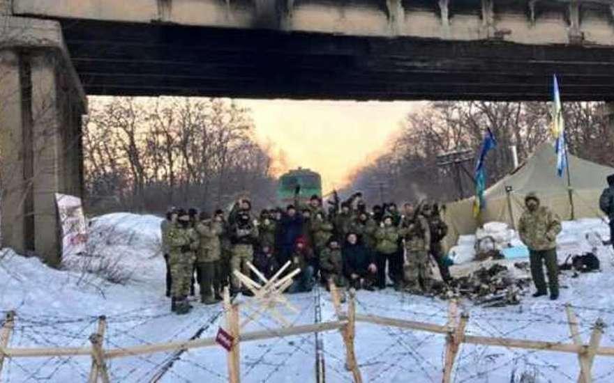 Блокирующие Донбасс радикалы сделали ещё более страшное заявление