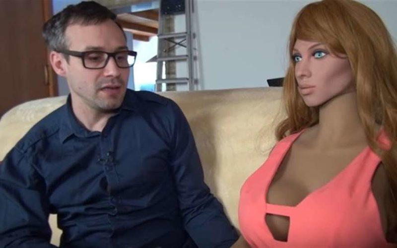 Учёный-холостяк создал первую в мире секс-куклу с искусственным интеллектом