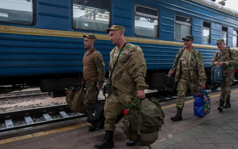 Партизанская война: на Украине обстреляли поезд с бойцами ВСУ