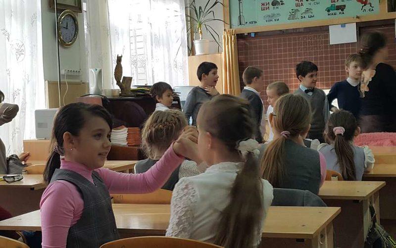 дети на перемене в школе