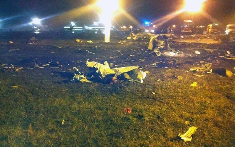 Озвучены основные версии причин крушения самолета в Казани