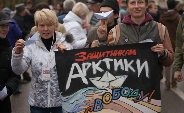 """Активисты """"Гринпис"""" задержаны на Москва-реке"""