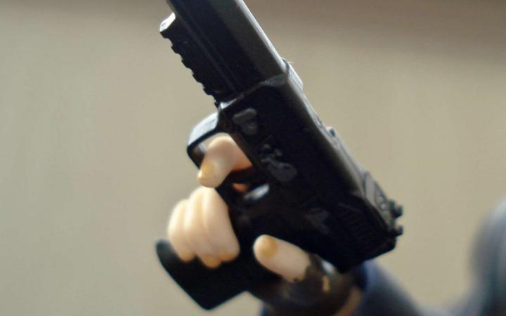Девушка застрелилась из табельного пистолета отчима в Ярославской области