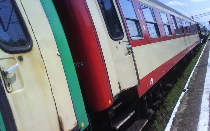 На западе Индии поезд сошел с рельс, 5 человек погибли, 50 ранены