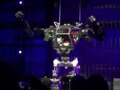 Джефф Безос протестировал огромного четырехметрового робота (видео)