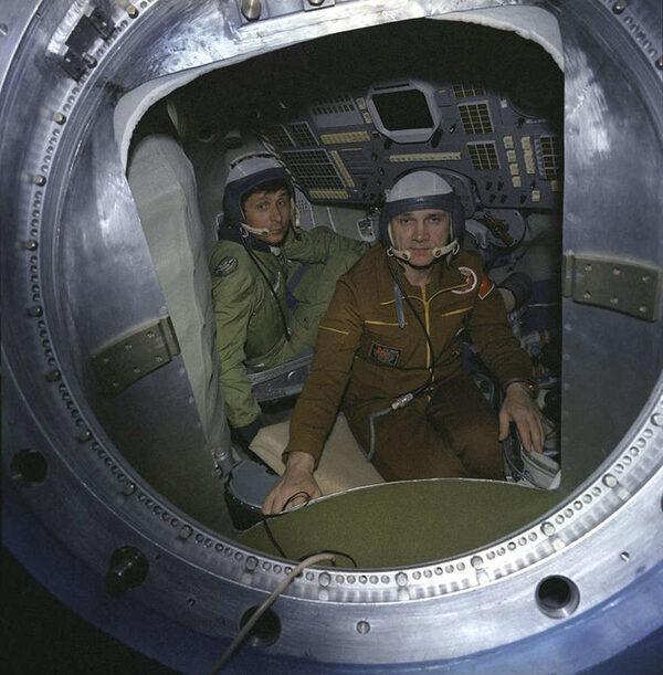 Владимир Джанибеков и Виктор Савин