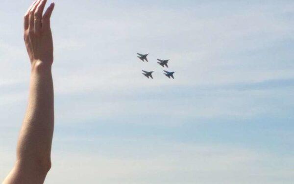 самолеты на параде
