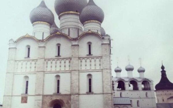 Православные праздники в июне 2015 начинаются с троицкой седьмицы, которая празднуется с 1 по 7 июня. Начинается троицкая седьмица сразу после празднования троицы