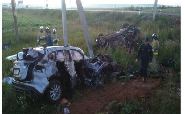 В Татарстане в Новошешминском районе в ДТП погибли четыре человека, ребенок выжил благодаря автокреслу