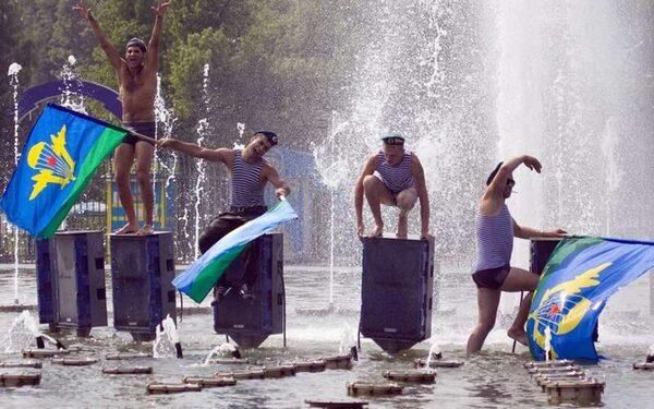 День ВДВ 2 августа: история праздника, драки с кавказцами, купание в фонтане