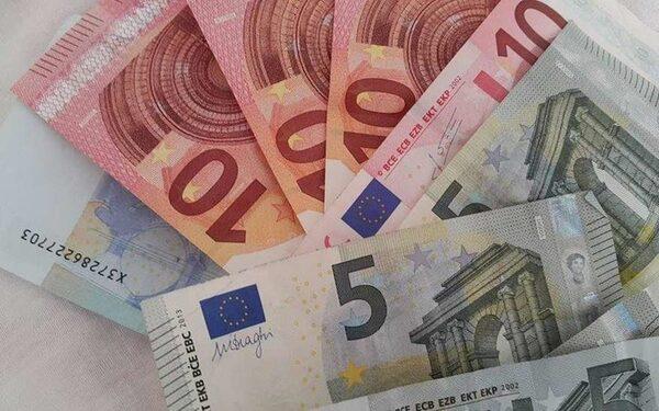 Курсы валют на ММВБ 25 09 15: пара доллар-евро чувствует себя уверенно на торгах