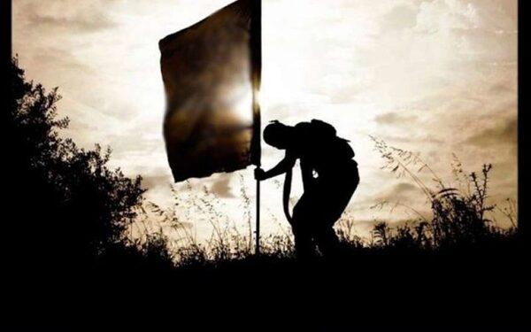 В Афганистане боевик ИГ пытался заменить флаги талибов на черные