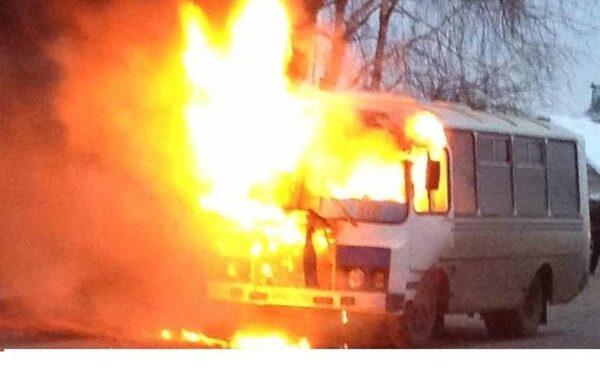 В Сызрани в минувшую среду сгорел автобус ПАЗ