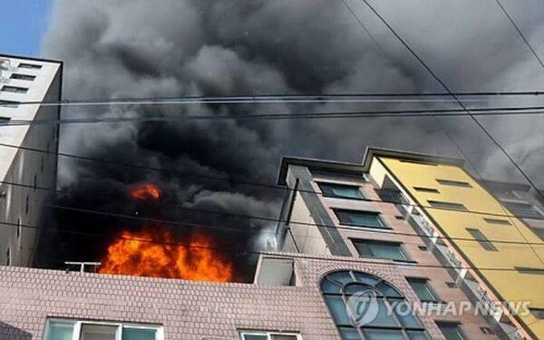 В Южной Корее в результате пожара в жилом доме 75 человек получили ранения