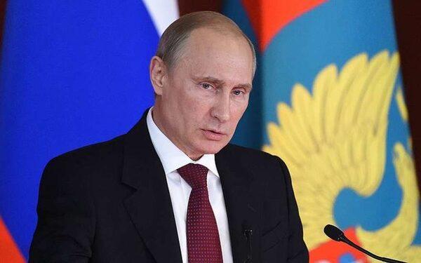 Путин осуждает теракт в Париже и соболезнует родственникам убитых
