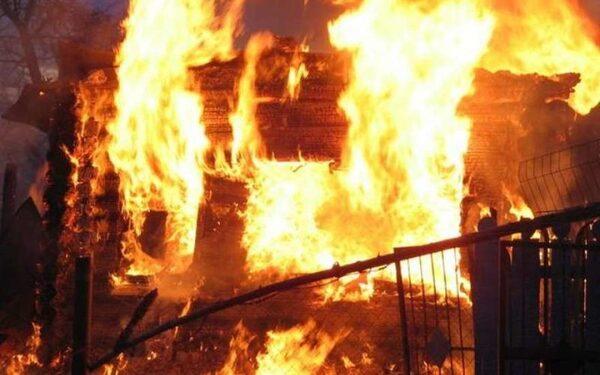 Две маленькие девочки сгорели в доме во время пожара в Искитиме