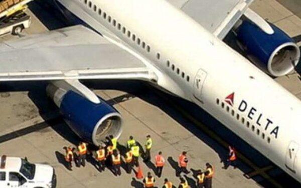 Капитан самолета не смог попасть в кабину перед приземлением