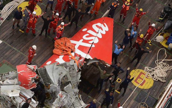 Крушение лайнера AirAsia: названа вероятная причина трагедии, версия теракта исключена