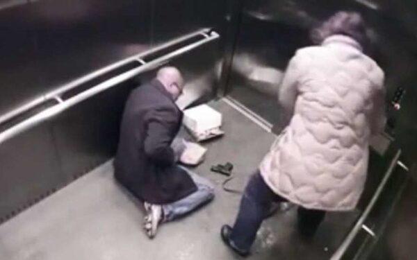 Американский полицейский случайно прострелил себе живот из пистолета в лифте
