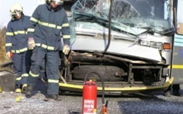 В ЯНАО на трассе перевернулся автобус , пострадали шесть человек