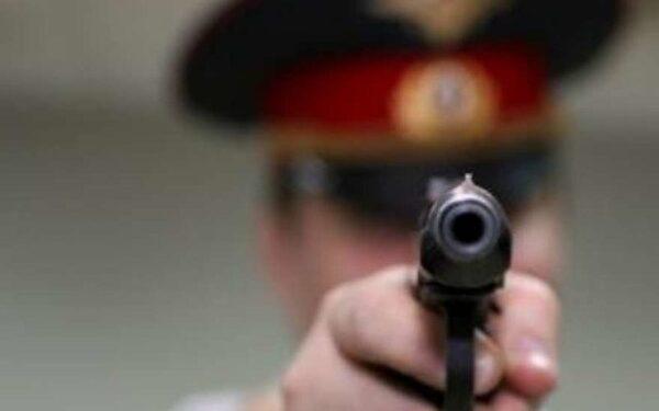 Вооружённый полицейский