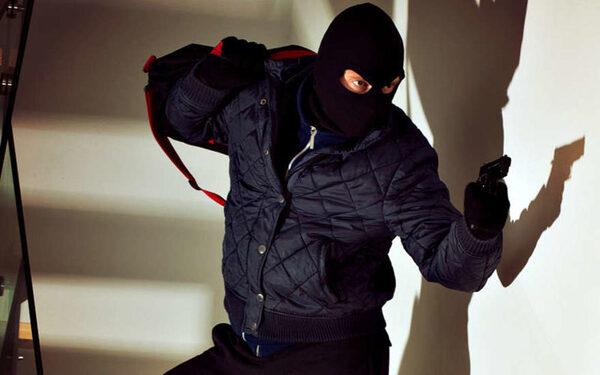 В Москве ограбили ювелирный салон два вооруженных мужчины