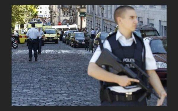 В Брюсселе саперы ищут бомбу в здании суда