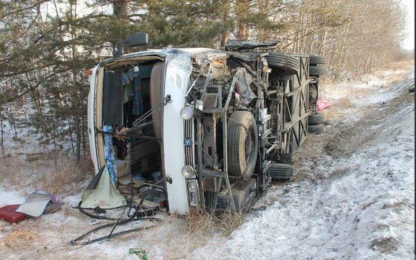 В Таджикистане автобус упал в пропасть, погибли 11 человек и ребенок