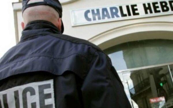 На интернет-аукционах продают последний номер журнала Charlie Hebdo