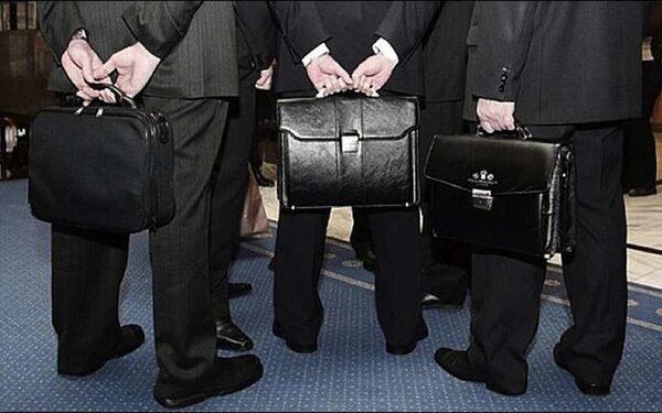 СМИ: зарплата чиновников в России будет зависеть от их эффективности