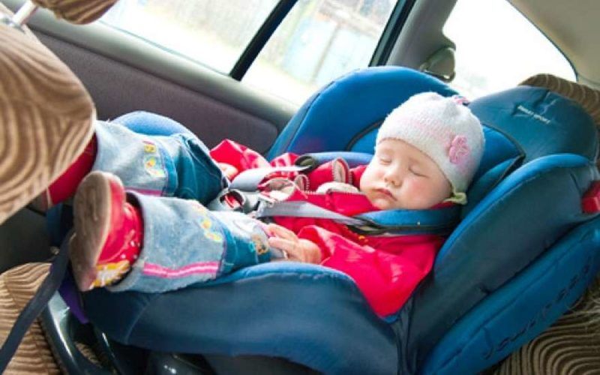 ребенок в автмомобиле