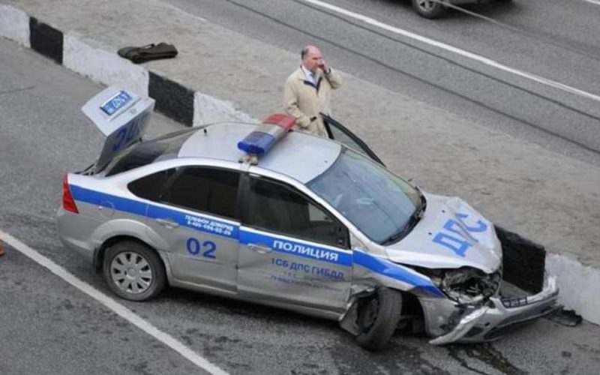 полицейский сбил двух женщин