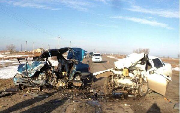 Под Астраханью в ДТП погибло трое в лобовом столкновении