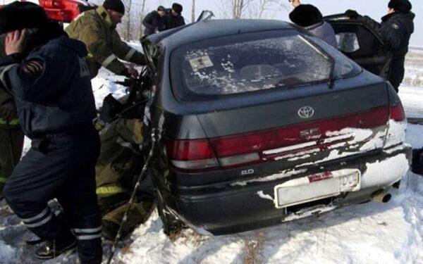 На автотрассе в Бурятии лоб в лоб столкнулись две иномарки