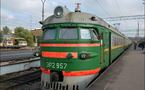 На западе Москвы электричка насмерть сбила мужчину