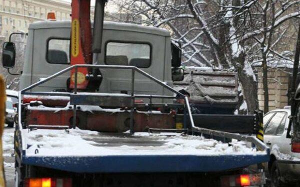 В Волгограде 22-летние рецидивисты угнали эвакуатор и уснули в нем