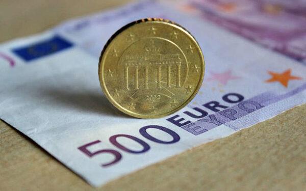 Курс евро по отношению к доллару в мире