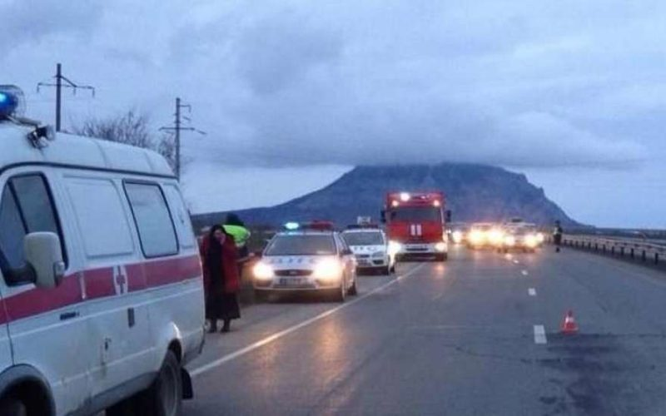 На Ставрополье пассажир выпал из авто и его переехал грузовик