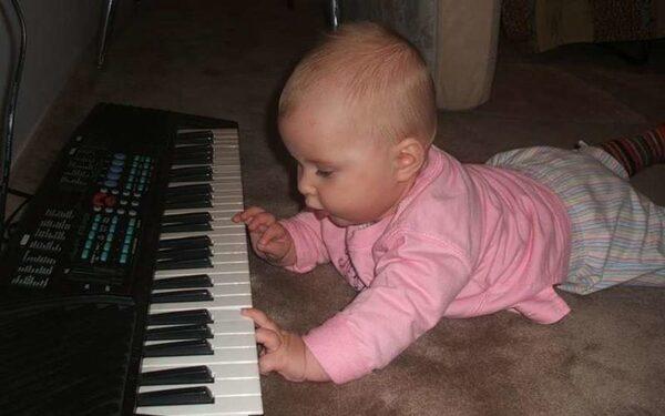 Занятия музыкой помогают ребенку развиваться