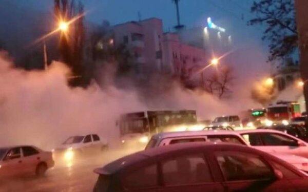 В Ростове прорыв теплотрассы, 9 человек пострадали