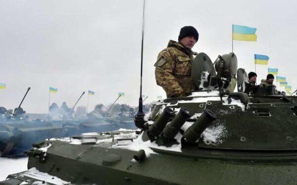Порошенко заявил о перегруппировке войск на Донбассе