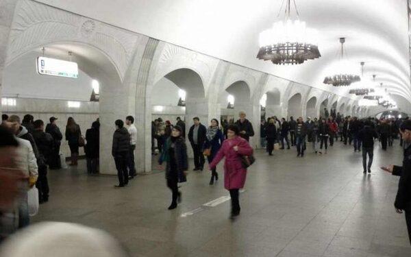 В Москве на станции метро Пушкинская упал человек на рельсы