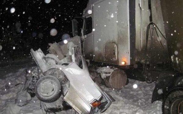 На трассе М-6 «Каспий» в ДТП с фурой погибли два человека