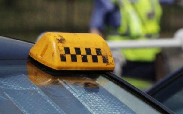 В Ижевске таксист избил прохожего битой