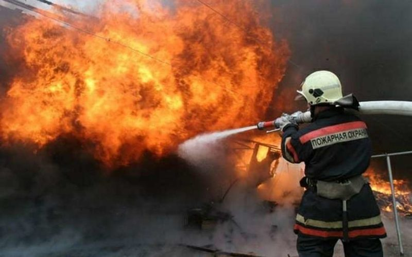 В Якутии на пожаре погибли трое детей и мужчина