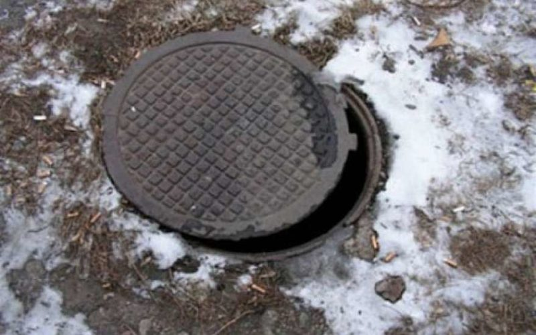 В Ленобласти 4-летний ребенок упал в люк с кипятком