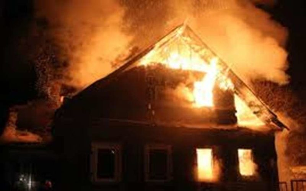 На пожаре под Великим Новгородом погибли два человека, в том числе ребёнок