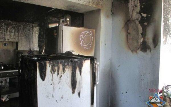 Загоревшийся холодильник стал причиной эвакуации 10 человек